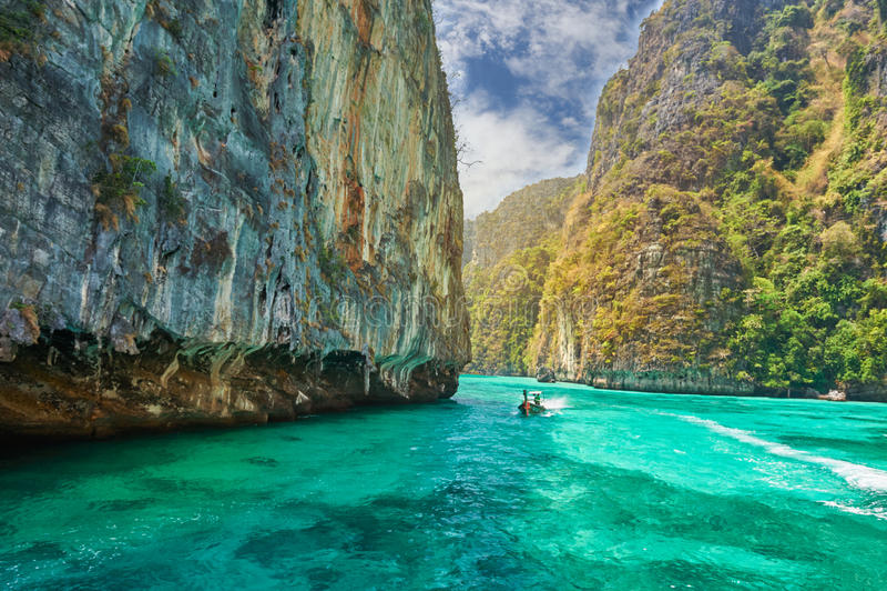 Île de Phi-phi, province de Krabi, Thaïlande image stock
