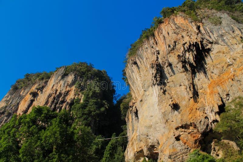 Île de roche de chaux en mer d'Andaman Thaïlande images stock