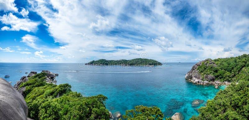 Île de roche de navigation de baie de Similan en mer d'andaman image stock