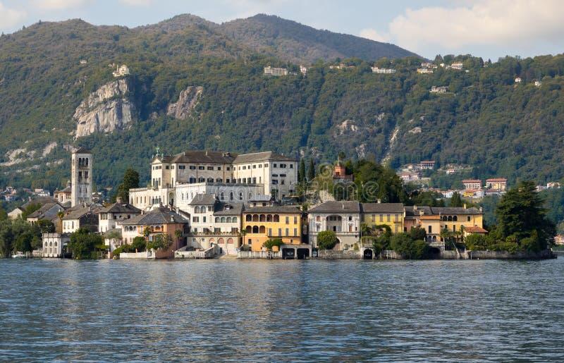 Île de San Giulio sur le lac Orta photographie stock