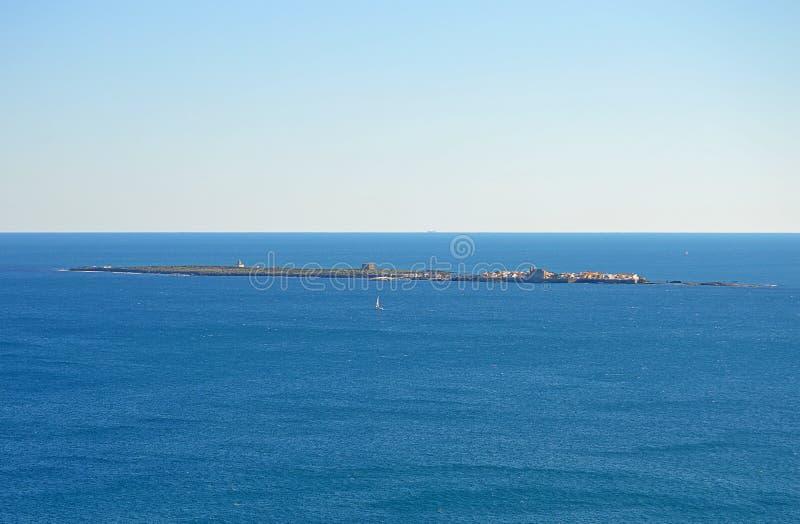 Île de Tabarca vue du continent Espagne images stock
