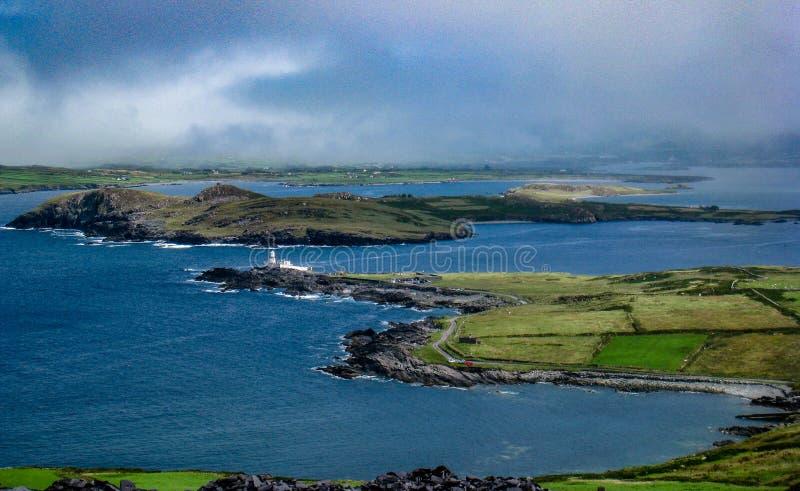 Île de Valentia Lighthouse et de Beghinish, Valentia Island, manière atlantique sauvage images libres de droits