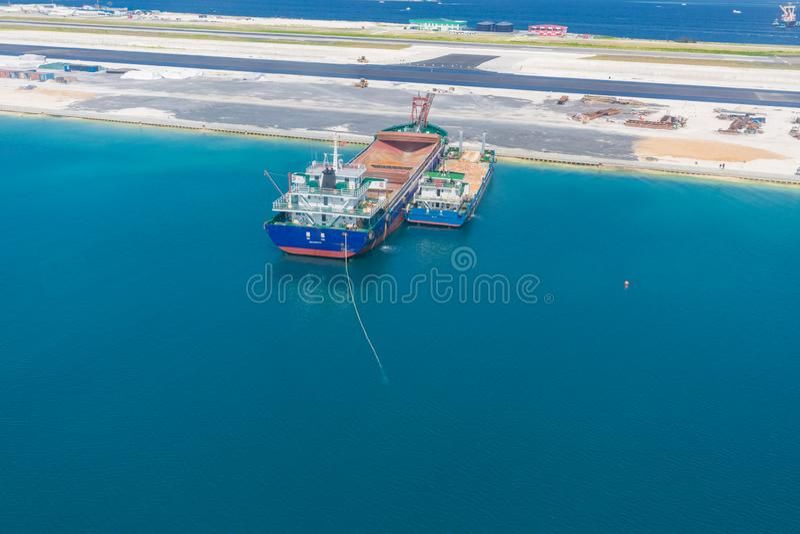 Île des Maldives, mâle de capitale en construction et construisant une nouvelle piste Vue aérienne de secteur de construction photos libres de droits