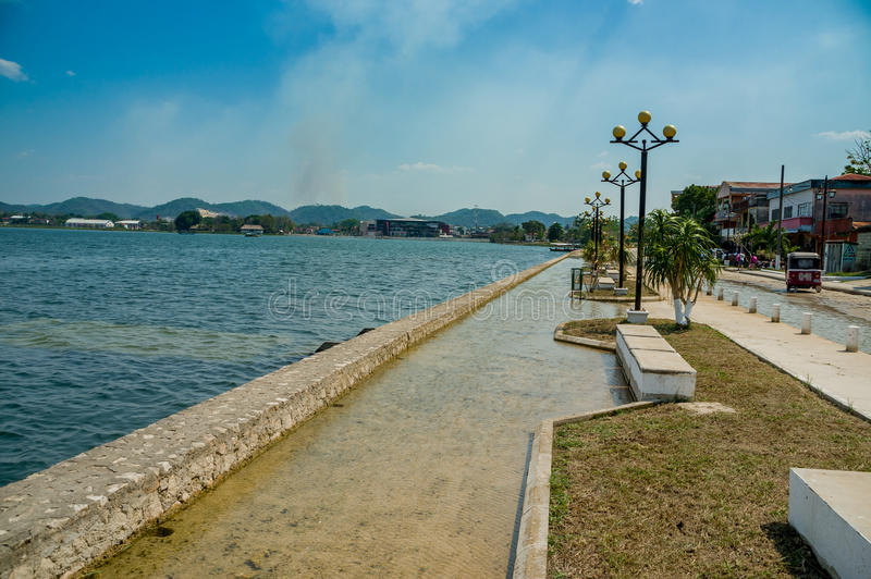 Download Île Guatemala Amérique Centrale D'Isla De Flores Photo stock - Image du esplanade, tourisme: 45360382