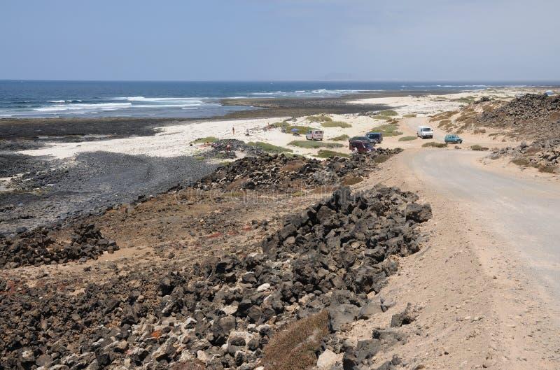 île jaune canari d'EL fuerteventura de cotillo de côte près photographie stock