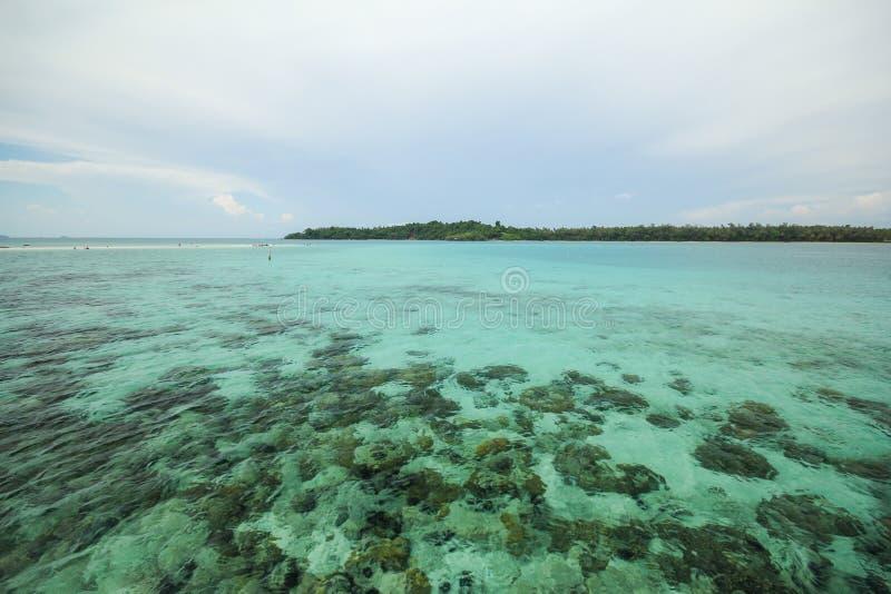 Île Koh Mak Trat Thailand de valeurs maximales de concentration au poste de travail photographie stock libre de droits