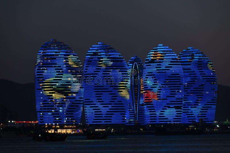 Île Sanya, bâtiments lumineux de Pheonix Conception moderne unique photos stock