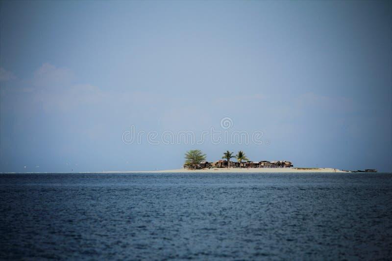 Île située dans le secteur parfait Sabah photographie stock libre de droits
