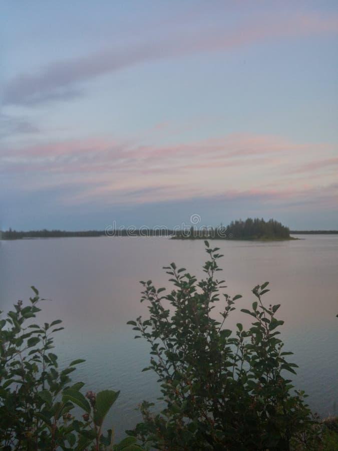 Île sur le lac photos stock