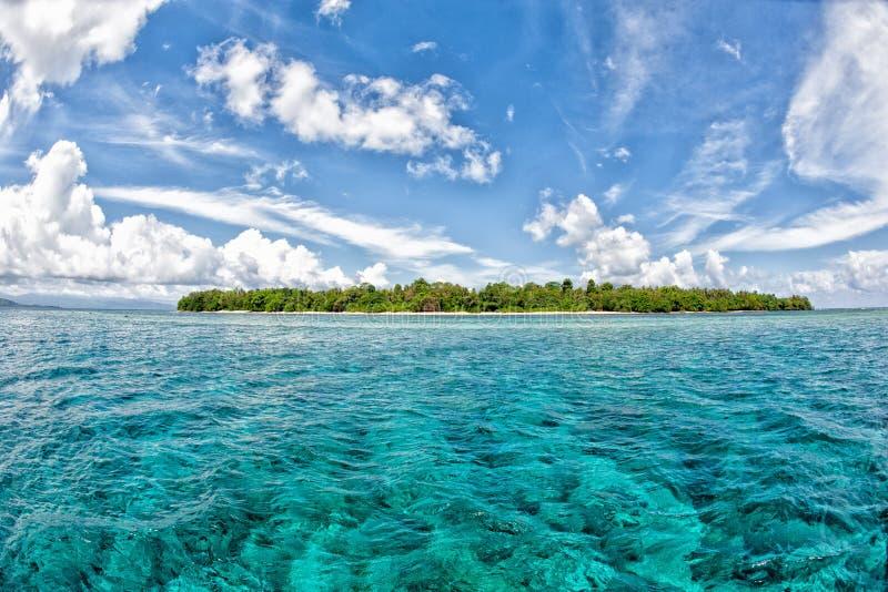 Île tropicale de paradis de turquoise de Siladen photos stock