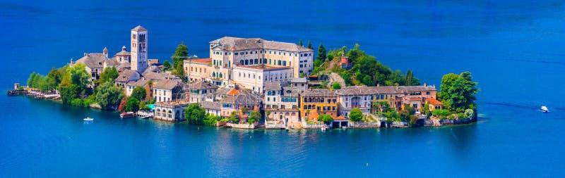 île unique au milieu de lac - Orta San Giulio photo stock