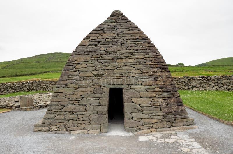 Ρητορική Gallarus στη Dingle χερσόνησο, ιρλανδική αγελάδα κομητειών στην Ιρλανδία στοκ φωτογραφίες με δικαίωμα ελεύθερης χρήσης