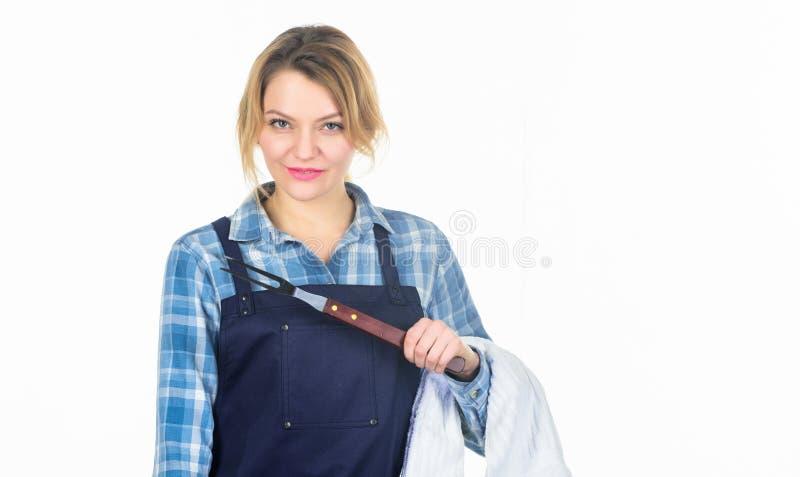 Όλα πρέπει να είναι τέλεια διάστημα αντιγράφων Όμορφο κορίτσι στην ποδιά αρχιμαγείρων Προετοιμασία και μαγειρικός Κουζίνα λαβής γ στοκ εικόνες