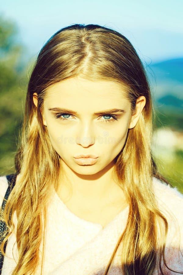 Όμορφα χείλια πορτοφολιών κοριτσιών στοκ εικόνες με δικαίωμα ελεύθερης χρήσης