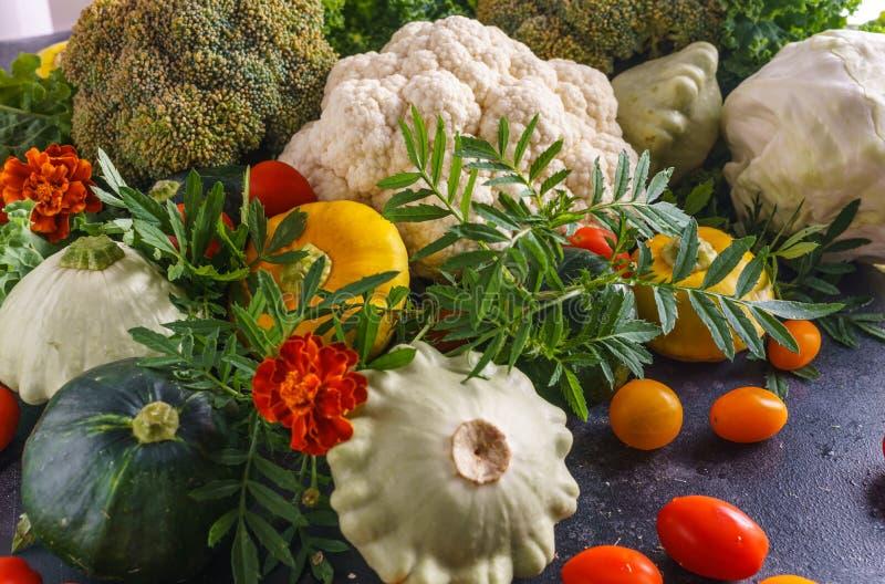 Όμορφη εικόνα των λαχανικών κολοκύνθη, κουνουπίδι, ντομάτες κερασιών και φυσική σύσταση μπρόκολου των λαχανικών στοκ εικόνα