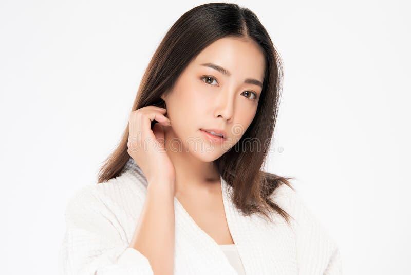 Όμορφη νέα ασιατική γυναίκα με το καθαρό φρέσκο δέρμα στοκ φωτογραφίες με δικαίωμα ελεύθερης χρήσης