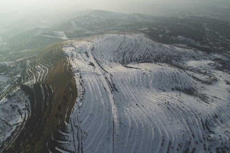 Όμορφοι χιονώδεις λόφοι στοκ φωτογραφίες με δικαίωμα ελεύθερης χρήσης