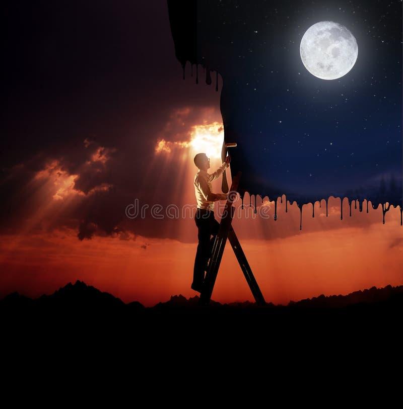Όμορφος νεαρός άνδρας που χρωματίζει έναν ουρανό - επιχειρησιακή έννοια στοκ φωτογραφίες