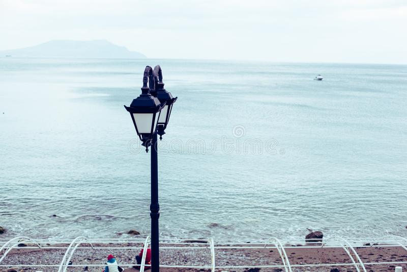 Όμορφο αυθεντικό φανάρι στην προκυμαία της Μαύρης Θάλασσας στην Κριμαία στοκ φωτογραφία με δικαίωμα ελεύθερης χρήσης