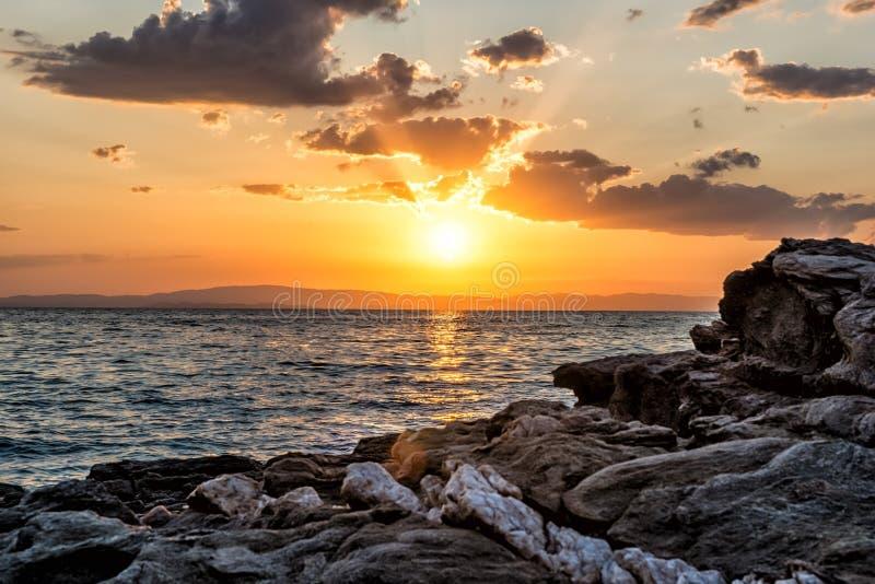 Όμορφο cloudscape πέρα από τη θάλασσα, πυροβολισμός ανατολής στοκ φωτογραφία με δικαίωμα ελεύθερης χρήσης