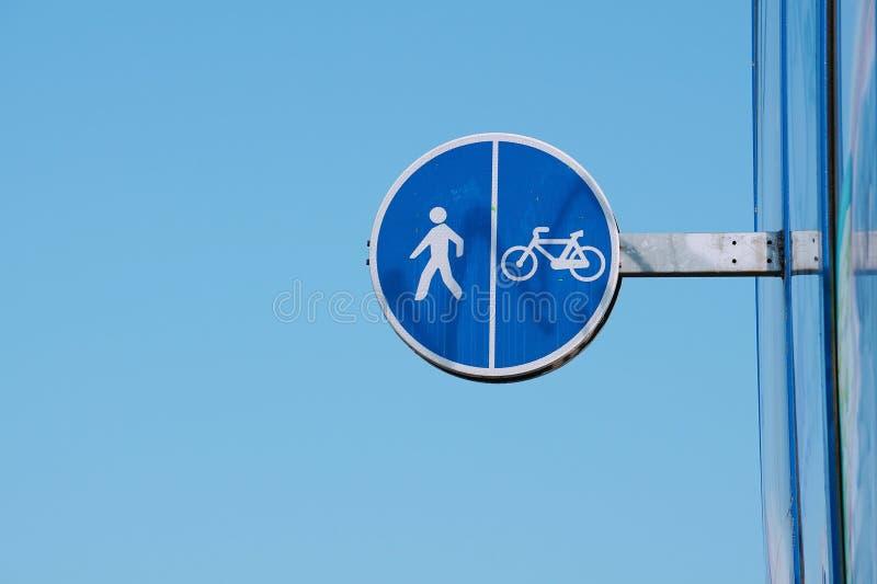 Σήμα κυκλοφορίας ποδηλάτων στην οδό στοκ εικόνες με δικαίωμα ελεύθερης χρήσης