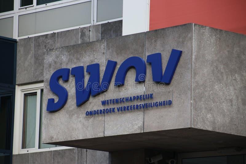 Σημάδι του SWOV στη Χάγη, οργάνωση που κάνει τη επιστημονική έρευνα στην ασφάλεια κυκλοφορίας στις Κάτω Χώρες στοκ εικόνες με δικαίωμα ελεύθερης χρήσης