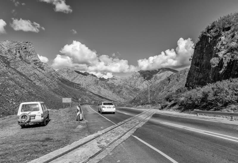 Σιδηρόδρομος που διασχίζει στο πέρασμα βουνών Mitchells κοντά σε Ceres μονοχρωματικός στοκ φωτογραφία με δικαίωμα ελεύθερης χρήσης