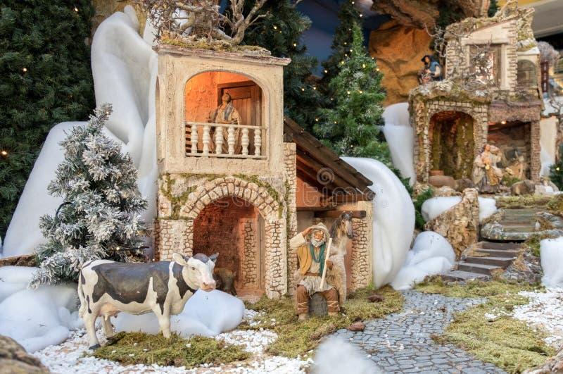 Σκηνή Nativity Χριστουγέννων - μωρό Ιησούς, Mary, Joseph και ζώα στοκ φωτογραφία