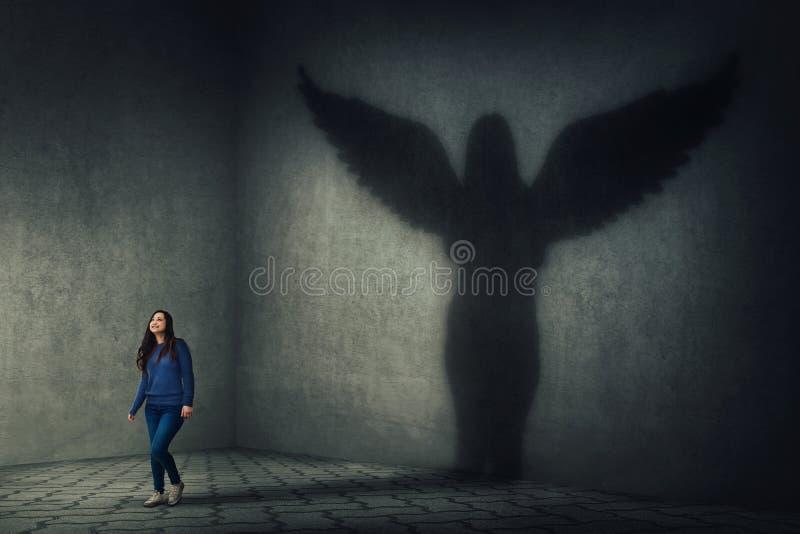 Σκιά αγγέλου φυλάκων στοκ εικόνα