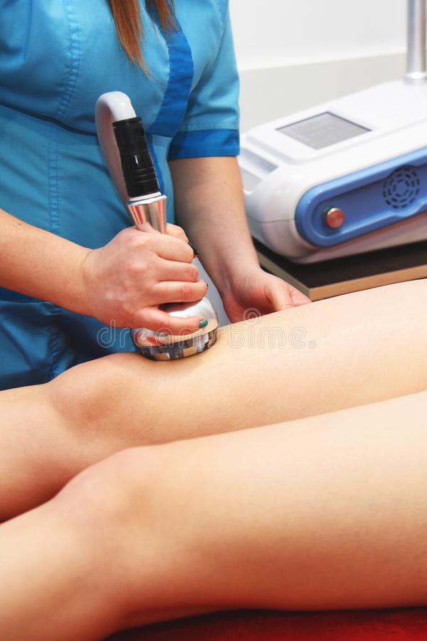 Σκλήρυνση δερμάτων RF Κενό μασάζ Cosmetology υλικού γυναίκα ύδατος σωμάτων care foot health spa Μη χειρουργικό σωμάτων αντι -αντι στοκ εικόνες
