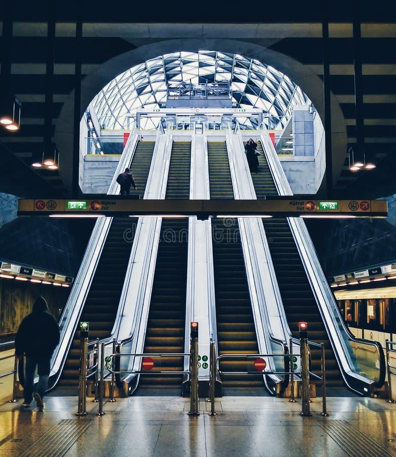 Σύγχρονο μετρό στη Βουδαπέστη στοκ φωτογραφία