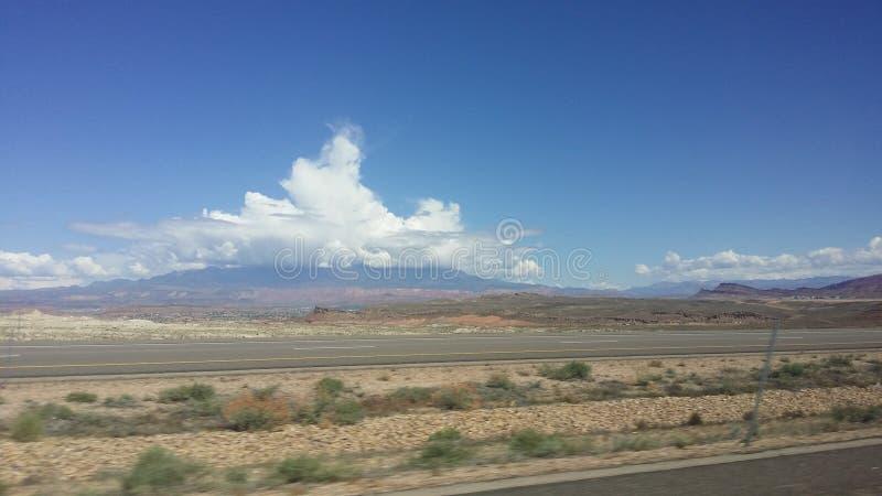 Σύννεφα θύελλας επάνω από το βουνό στην έρημο ST George Γιούτα στοκ φωτογραφία με δικαίωμα ελεύθερης χρήσης