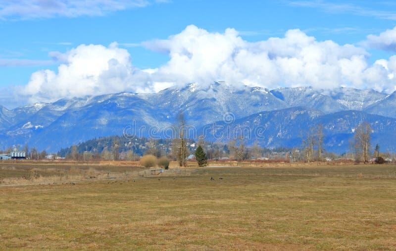 Σύννεφο σωρειτών και κοιλάδα βουνών στοκ φωτογραφίες με δικαίωμα ελεύθερης χρήσης