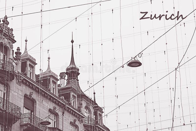 Στέγες της Ζυρίχης, Ελβετία με το καλώδιο ner στον εκλεκτής ποιότητας τόνο με τη σημείωση Άποψη Diagona σχετικά με το παλαιό κτήρ στοκ φωτογραφία με δικαίωμα ελεύθερης χρήσης
