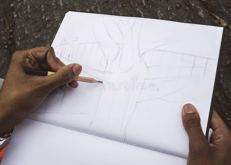 Στρέθιμο της προσοχής με το μολύβι σε χαρτί στοκ εικόνες με δικαίωμα ελεύθερης χρήσης
