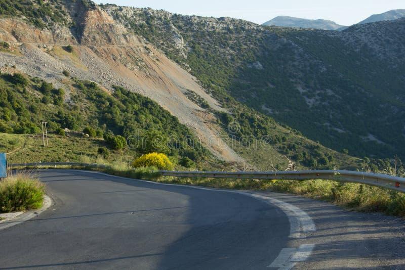 Στροφή του δρόμου βουνών στοκ φωτογραφίες με δικαίωμα ελεύθερης χρήσης