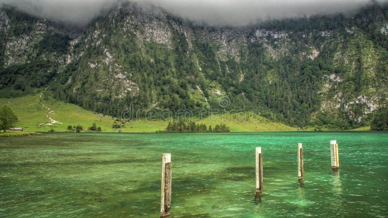 Στυλοβάτες στο νερό Königsee στοκ εικόνα με δικαίωμα ελεύθερης χρήσης