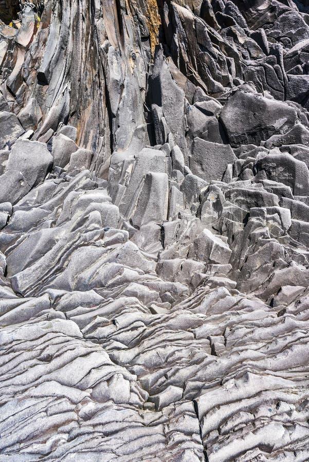 σχηματισμός βασαλτών στους τοίχους των απότομων βράχων Valasnos που τοποθετούνται με τα πόδια της χερσονήσου Snaefellsnes στη δυτ στοκ φωτογραφίες
