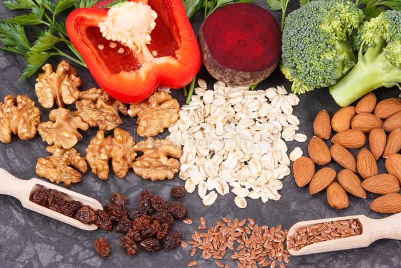 Συστατικά που περιέχουν τις βιταμίνες και τα ανόργανα άλατα, υγιή τρόφιμα που συστήνονται για την υπέρταση ή διαβήτης στοκ εικόνες