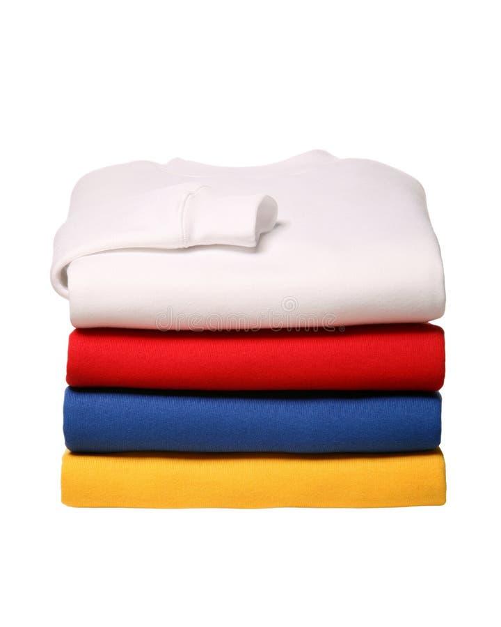 Σωρός των διπλωμένων πουκάμισων ιδρώτα που απομονώνονται στο άσπρο υπόβαθρο στοκ φωτογραφία με δικαίωμα ελεύθερης χρήσης