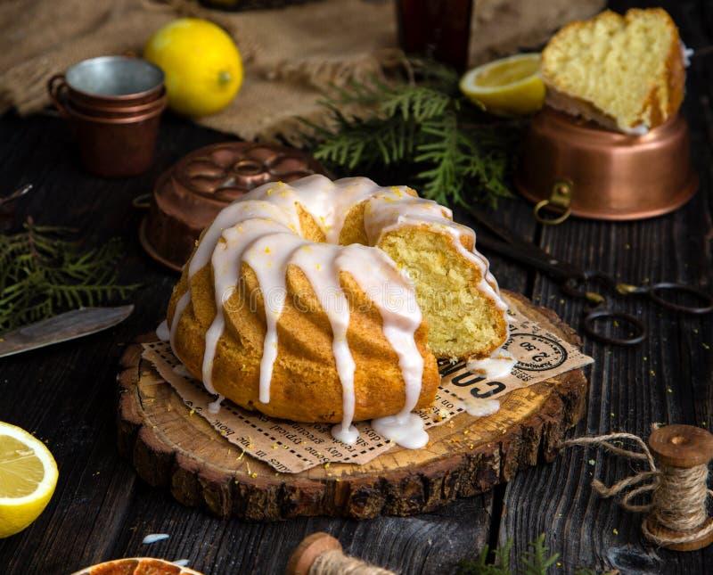 Σπιτικό κέικ λεμονιών bundt στοκ φωτογραφία με δικαίωμα ελεύθερης χρήσης