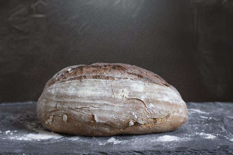 Σπιτικό χειροτεχνικό ψωμί στοκ φωτογραφία με δικαίωμα ελεύθερης χρήσης