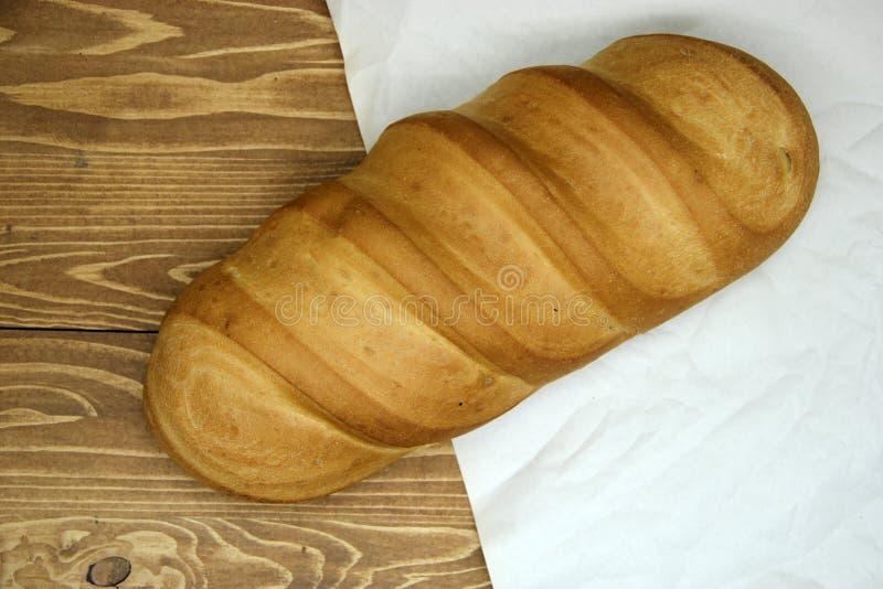 Ψωμί στον ξύλινο πίνακα στοκ φωτογραφία