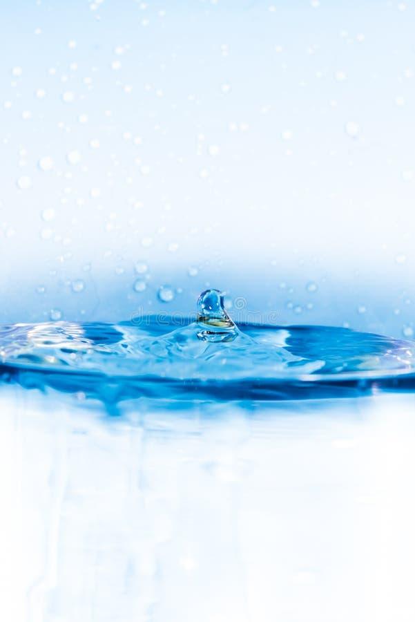 Τέλειος παφλασμός νερού - πτώση νερού στοκ εικόνες