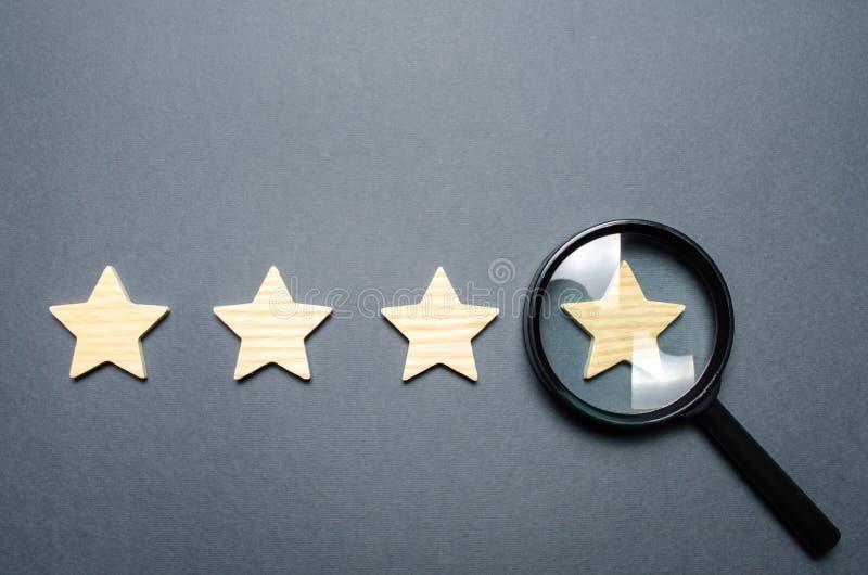 Τέσσερα αστέρια και μια ενίσχυση - γυαλί r r στοκ φωτογραφίες με δικαίωμα ελεύθερης χρήσης