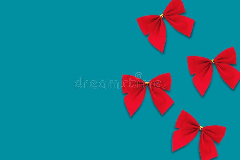Τέσσερα κόκκινα υφαντικά τόξα στο μπλε υπόβαθρο απεικόνιση αποθεμάτων