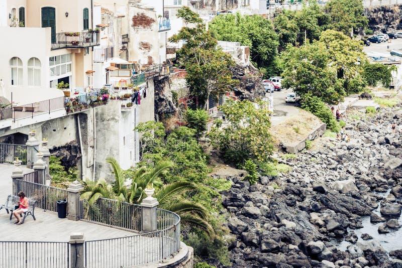 Ταξίδι στην Ιταλία - ακτή Acitrezza, Κατάνια, Σικελία, όμορφη εικονική παράσταση πόλης στοκ φωτογραφίες