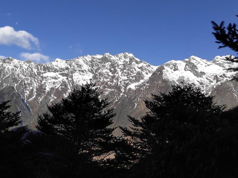 Ταξίδι στο λόφο στοκ φωτογραφίες με δικαίωμα ελεύθερης χρήσης