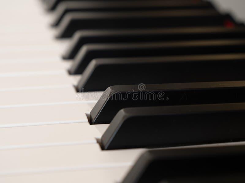 Τα γραπτά κλειδιά ενός πληκτρολογίου πιάνων στοκ εικόνες με δικαίωμα ελεύθερης χρήσης