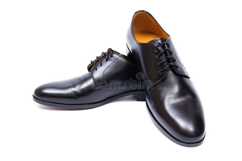Τα μαύρα παπούτσια που απομονώνονται στο άσπρο υπόβαθρο στοκ εικόνες